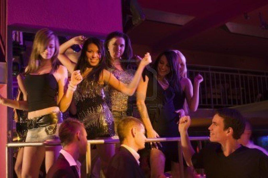 фото девки в клубе